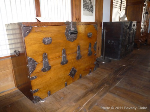 Chest with metal hinges