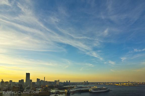 Yokohama at dusk. 夕暮れ前の横浜。